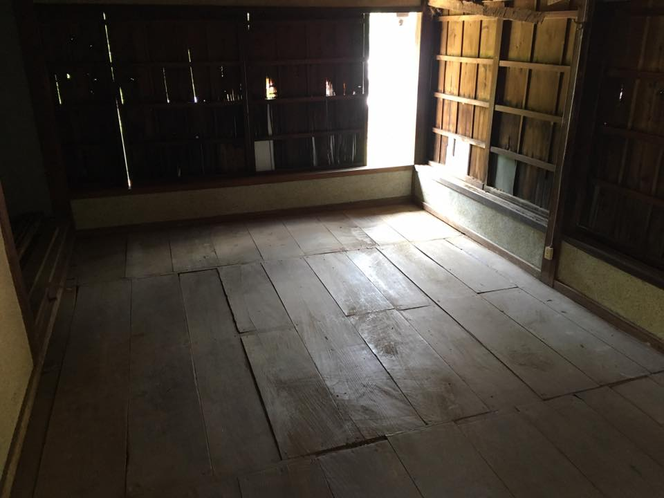2階の畳運び出して掃除掃除掃除!